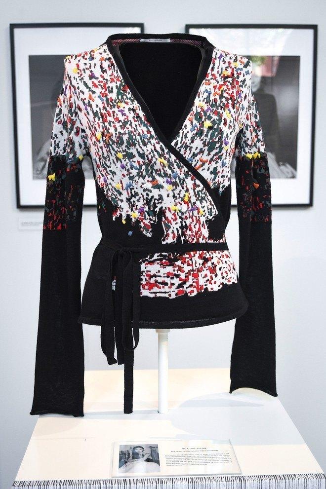 Кирстен Данст и Кристин Скотт Томас сделали свитера для Sonia Rykiel. Изображение № 5.