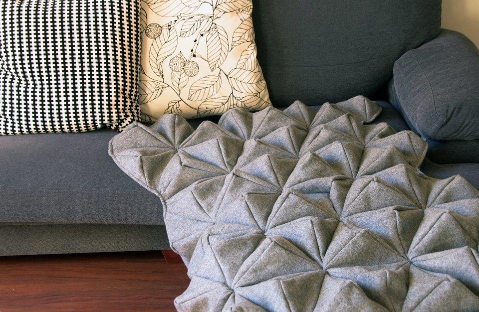 Шерстяной плед-оригами Bloom. Изображение № 1.