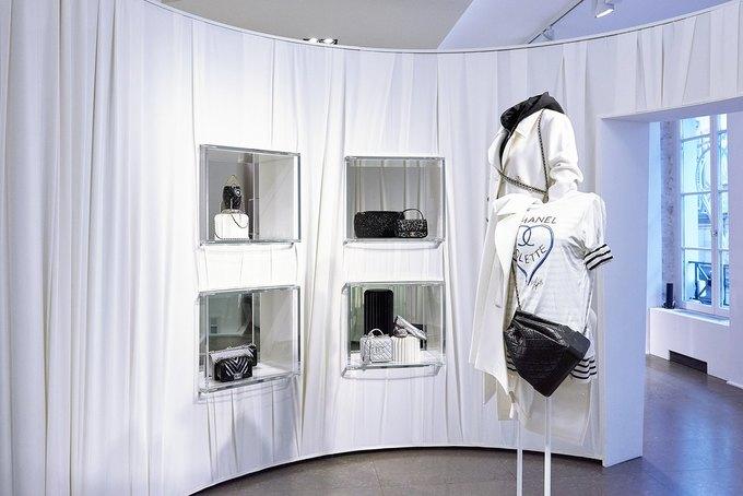 Chanel открыли временное пространство в Colette. Изображение № 6.