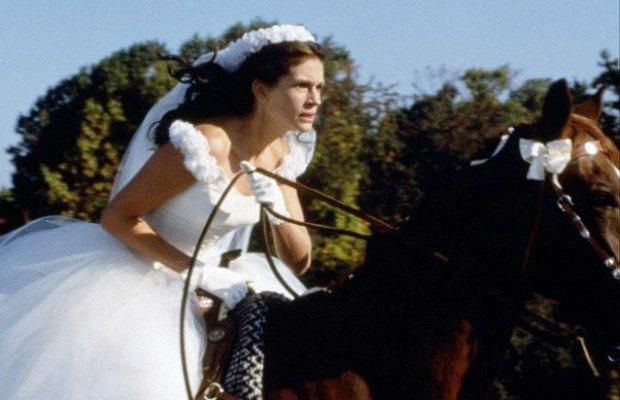 «Сбежавшая невеста», 1999  Джулия Робертс, кажется, тренируется для забегов на Олимпийских играх. Изображение № 8.