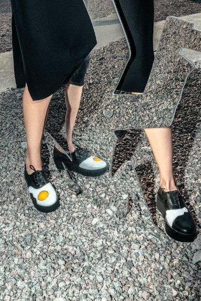 Марка AFOUR и магазин Nevalenki сделали ботинки с яичницей. Изображение № 8.