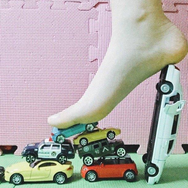 Новый тренд Instagram — «туфли» из подручных предметов. Изображение № 2.