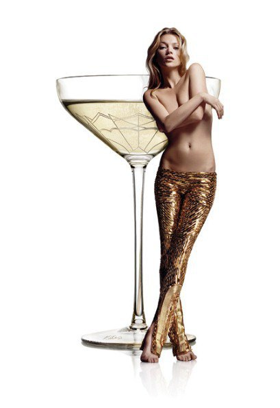 По образу и подобию груди Кейт Мосс сделали бокалы. Изображение № 1.