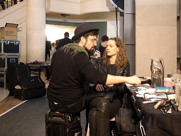 Бэкстейдж показа Hakaan FW 2011 на Парижской неделе моды. Изображение № 9.
