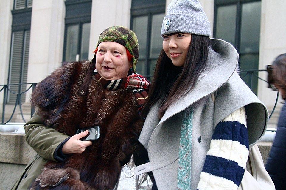 Стритстайл: Что носят на Нью-Йоркской неделе моды. Изображение № 26.