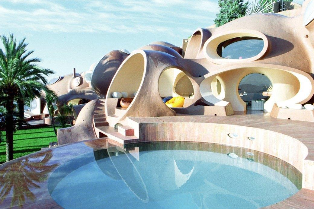 Концепт-сторы, дворцы и хрущевки: Как мода взаимодействует  с архитектурой. Изображение № 3.