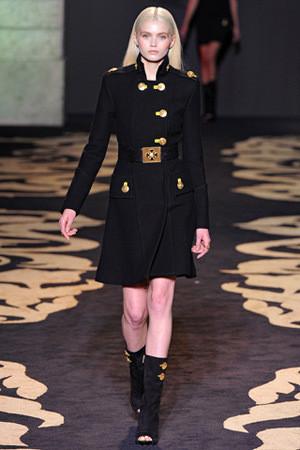 Versace FW 2011. Изображение № 24.
