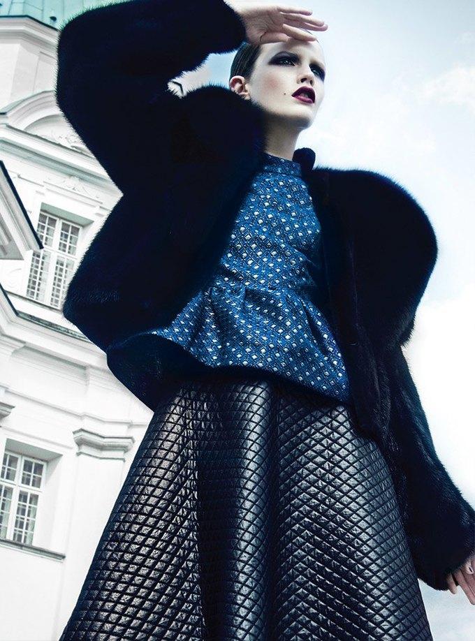Vogue оскандалился, поставив на обложку 15-летнюю модель. Изображение № 1.