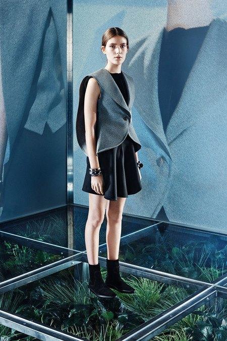 Крупная вязка и монохром в новой коллекции Balenciaga. Изображение № 3.