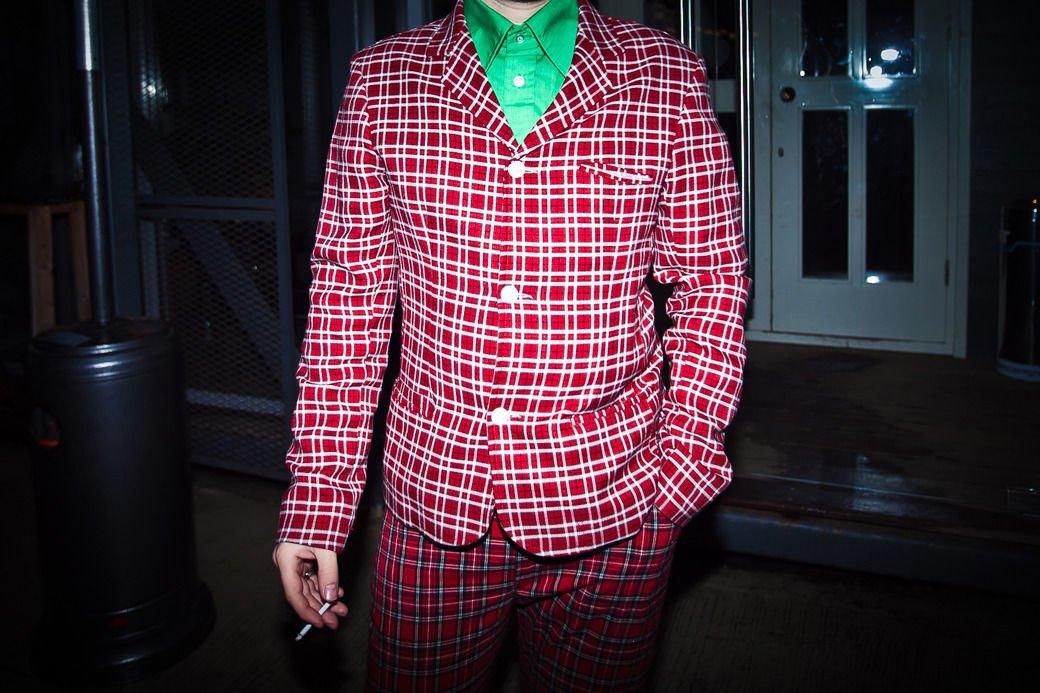 Пальто в духе 1960-х ибосоножки зимой на вечеринке Interview. Изображение № 9.