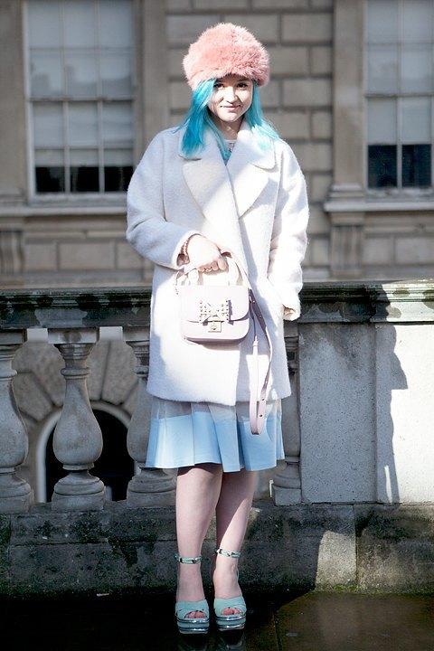 Стритстайл:  Что носят гости  London Fashion Week. Изображение № 15.