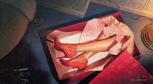 Женские ноги в подарочной упаковке — так выглядит лукбук Louboutin. Изображение № 1.