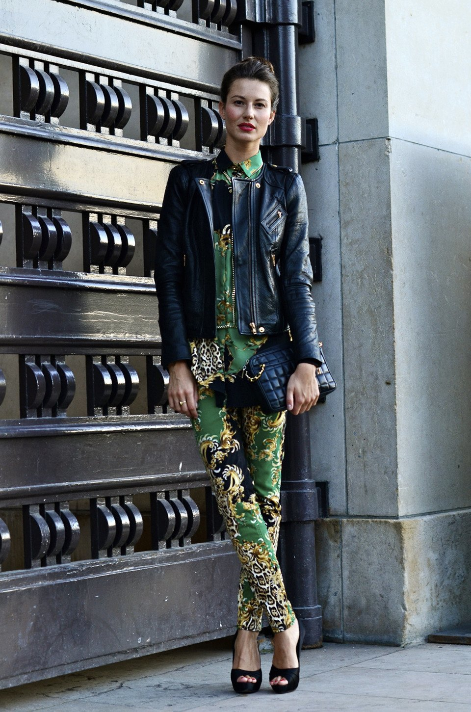 Парень в камуфляже, девушка-Микки-Маус и другие гости Paris Fashion Week. Изображение № 39.