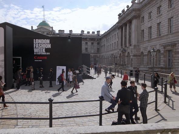 London Fashion Week: Репортаж с первого дня. Изображение № 13.