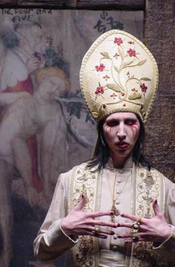 Мерлин менсон гей сатанист