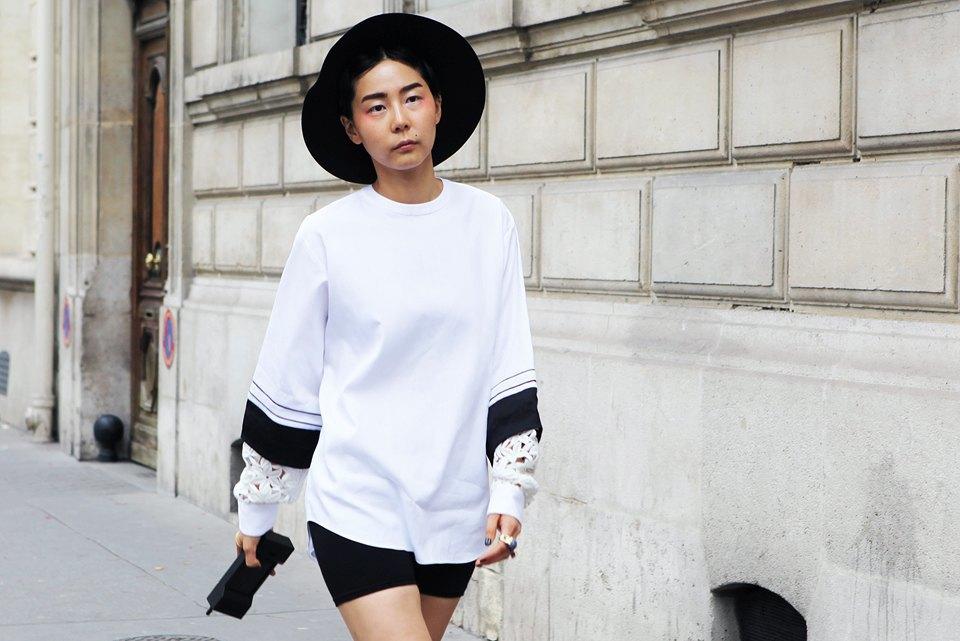 Пастельные цвета  и широкополые шляпы на гостях  Paris Fashion Week. Изображение № 8.