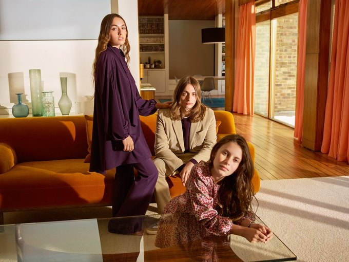 Эмбер Валлетта, Эдриан Броуди и Адвоа Абоа в осенней кампании Mango. Изображение № 9.