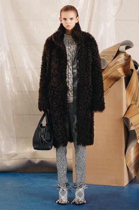 Что носить зимой:  10 модных образов  для холодной погоды. Изображение № 15.