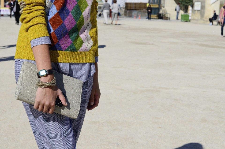 Девушка в бюстье на рубашку, японец в еще одном мохнатом свитере и другие гости PFW. Изображение № 16.