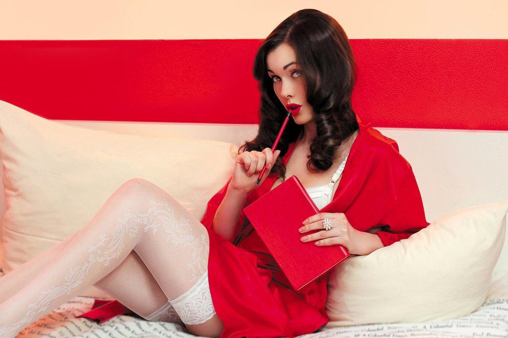 Если женщина в постели одна —она, скорее всего, изучает 10 способов заманить туда тебя. Изображение № 15.