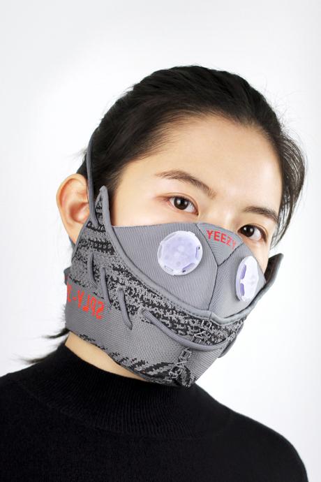 Повязки для лица и медицинские маски: Тренд на анонимность. Изображение № 4.