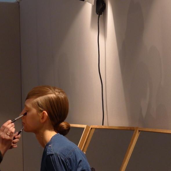 Milan Fashion Week: бэкстейдж Alberta Ferretti. Изображение № 15.
