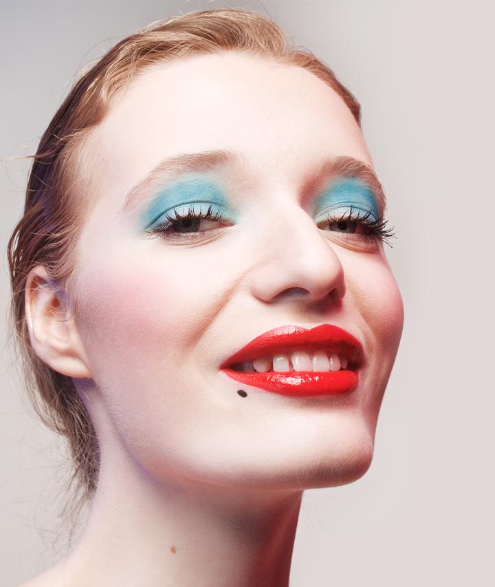 5 вариантов  изящного макияжа  на Хэллоуин. Изображение № 5.