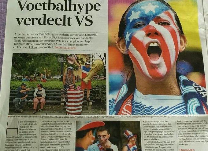В Европе тоже замечают помешательство США на футболе. Разворот бельгийской газеты De Morgen. Изображение № 3.