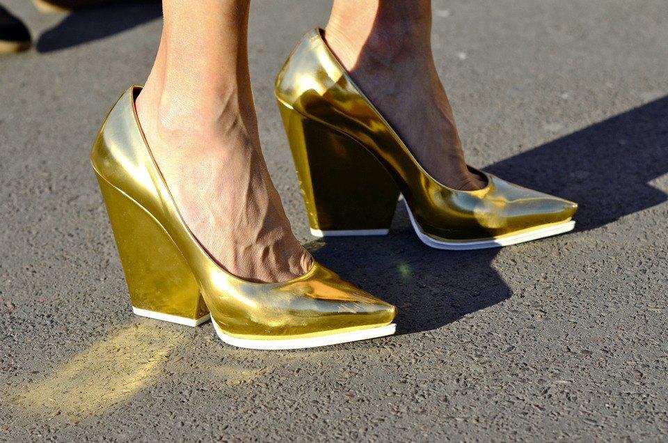 Парень в камуфляже, девушка-Микки-Маус и другие гости Paris Fashion Week. Изображение № 30.