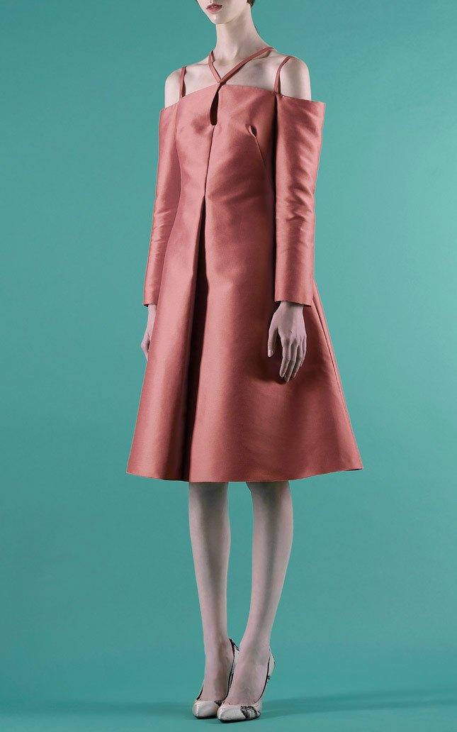 Шелковые пальто и платья с фламинго в новом лукбуке Vika Gazinskaya. Изображение № 4.