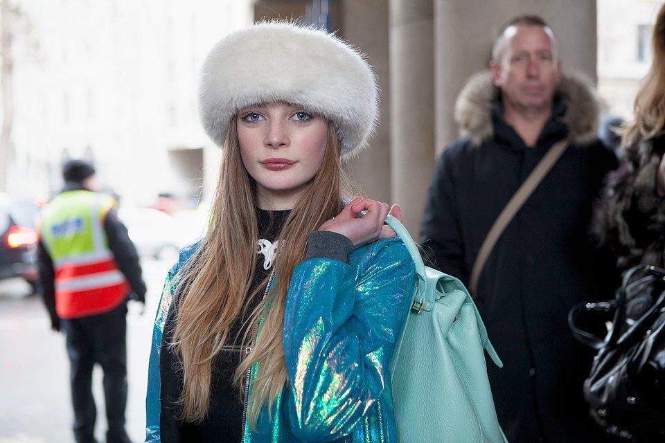 Стритстайл:  Что носят гости London Fashion Week. Изображение № 7.