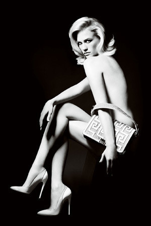 Актриса Дженьюари Джонс в рекламной кампании аксессуаров Versace SS 2011. Изображение № 52.