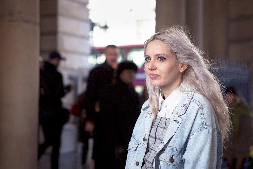 Стритстайл:  Что носят гости  London Fashion Week. Изображение № 5.