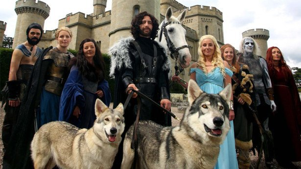 Британская пара поженилась в стиле «Игры престолов». Изображение № 2.