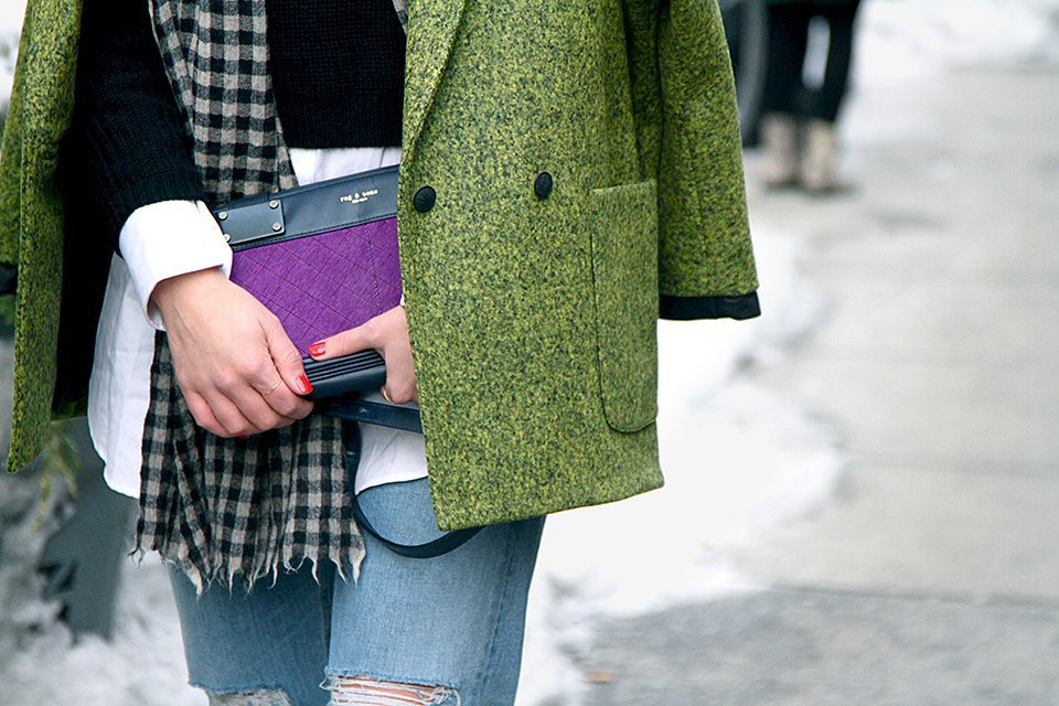 Стритстайл: Что носят на Нью-Йоркской неделе моды. Изображение № 25.