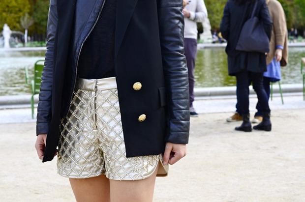 Десяток модников под зонтом, японец с двумя шарфами и другие гости Paris Fashion Week. Изображение № 7.