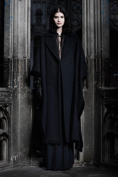 С чем носить объёмное пальто: 10 модных образов. Изображение № 18.