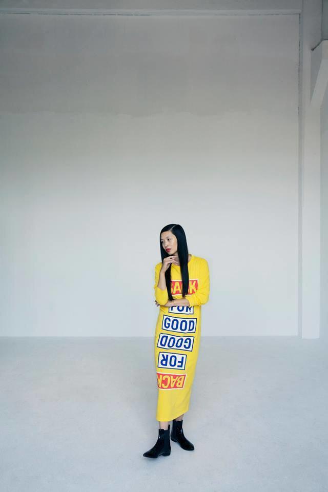 Кислотные цвета и ироничные надписи в лукбуке Ann-Sofie Back. Изображение № 7.