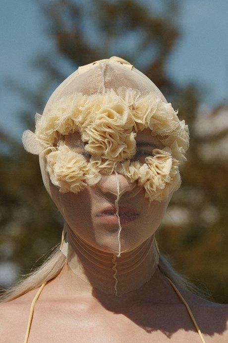 Повязки для лица и медицинские маски: Тренд на анонимность. Изображение № 2.