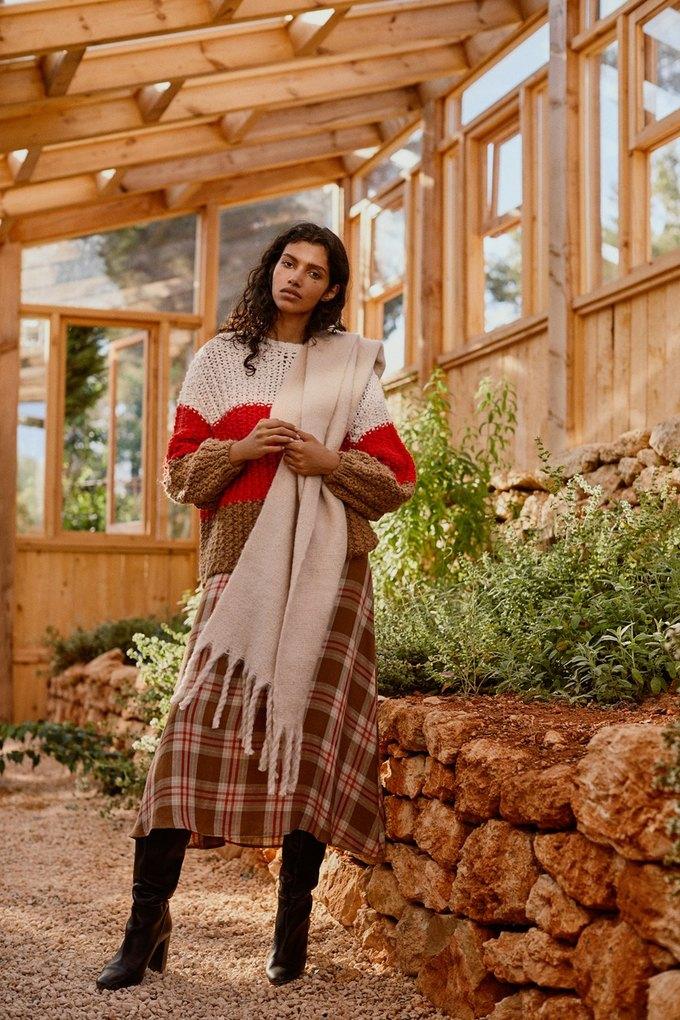 Бисерные сумки и минимализм в осенне-зимнем лукбуке Mango. Изображение № 8.