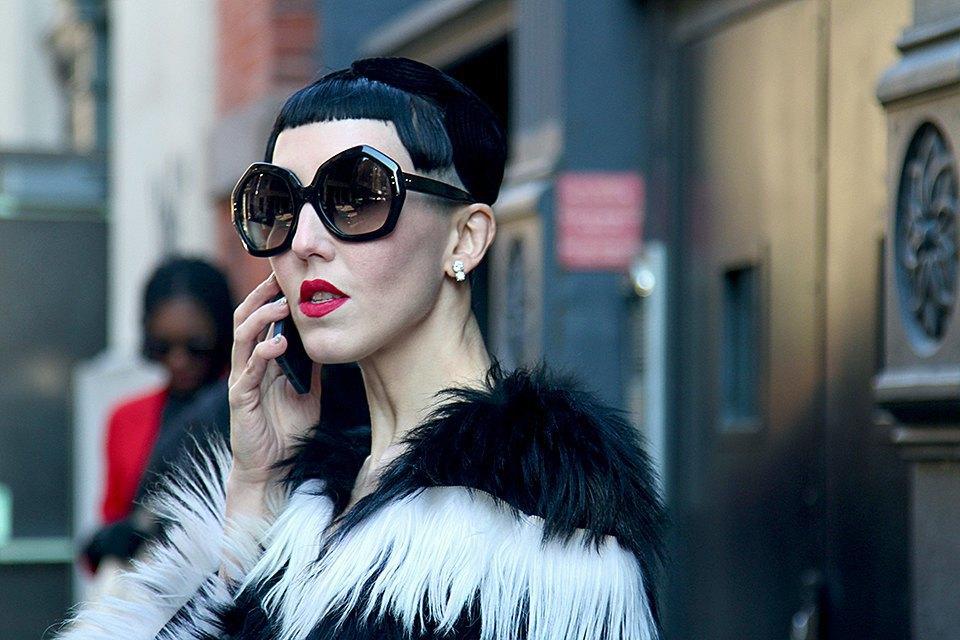 Стритстайл: Что носят на Нью-Йоркской неделе моды. Изображение № 6.