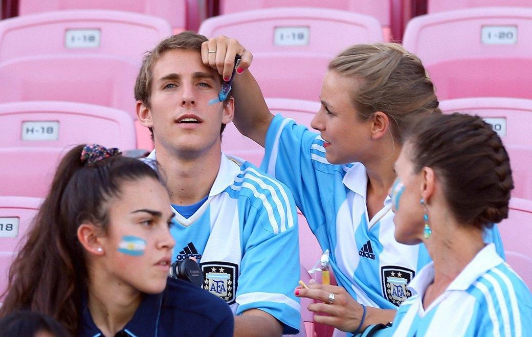 Девушки комментируют  чемпионат мира  по футболу. Изображение № 1.