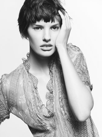 Аманда Мёрфи,  модель, открывшая  и закрывшая Prada. Изображение № 6.