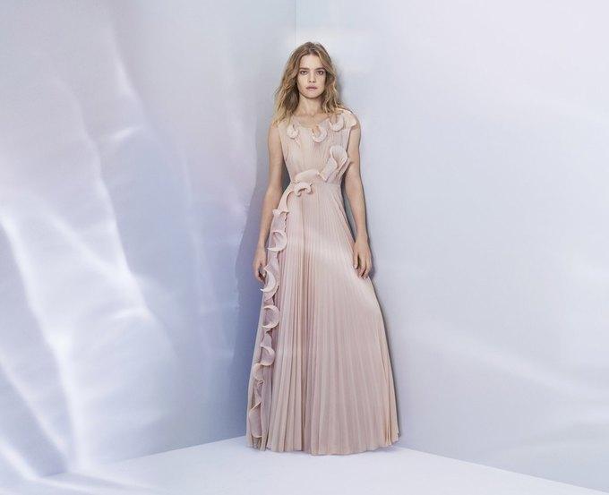 Наталья Водянова стала лицом новой коллекции H&M Conscious Exclusive. Изображение № 1.