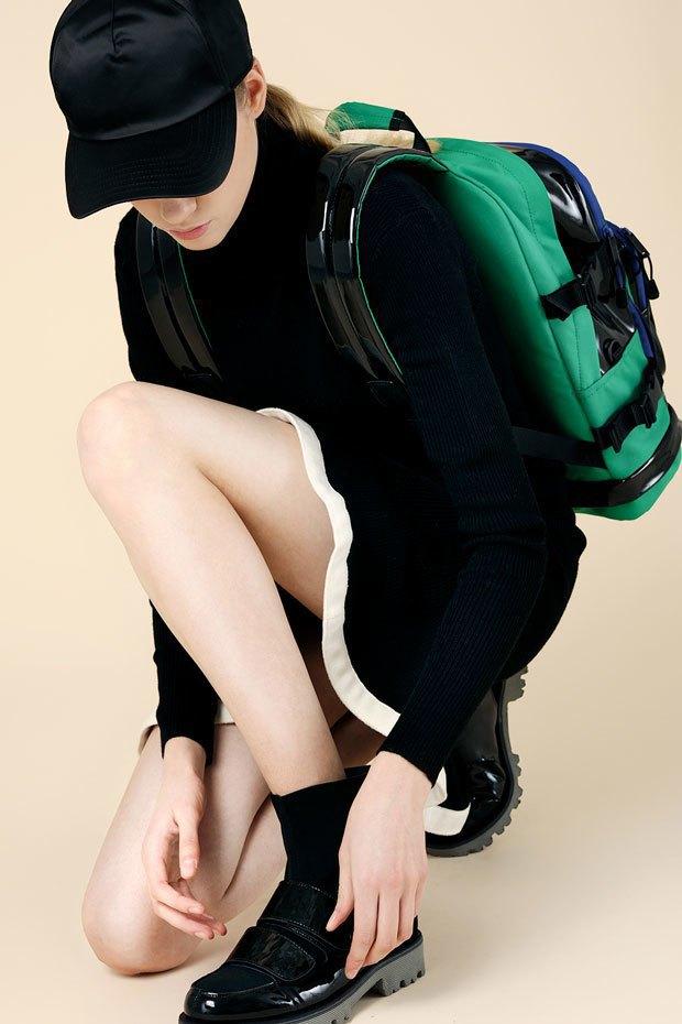 Вязаный тотал-лук:  Одеться в трикотаж  с ног до головы. Изображение № 6.