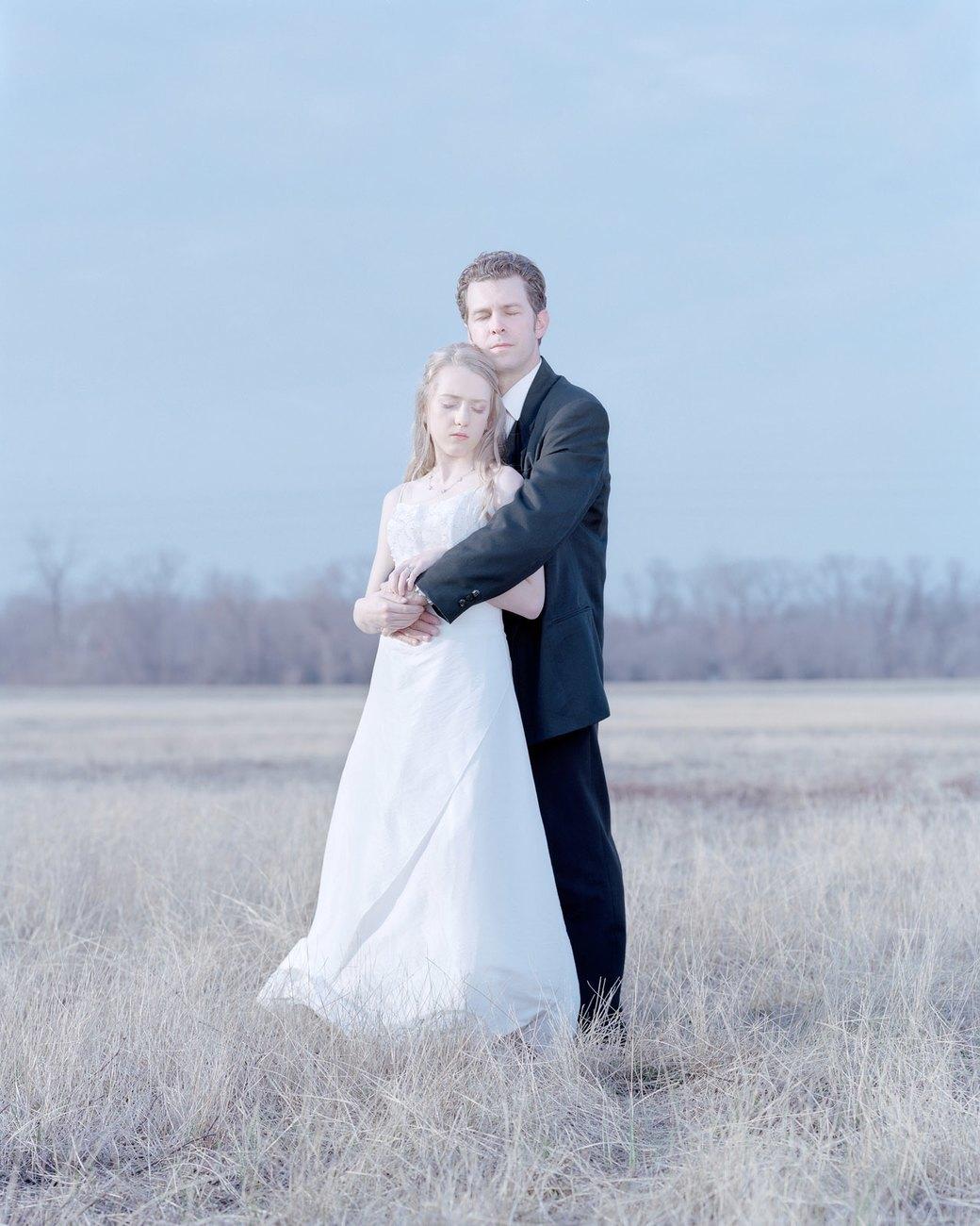 «Бал невинности»:  Дочери дают обет верности отцам. Изображение № 3.