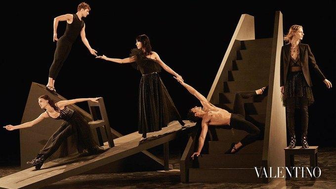 Valentino опубликовали рекламную кампанию, вдохновлённую балетом. Изображение № 5.