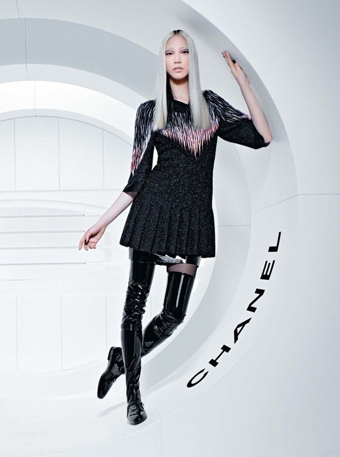 Chanel выпустила футуристическую кампанию. Изображение № 3.