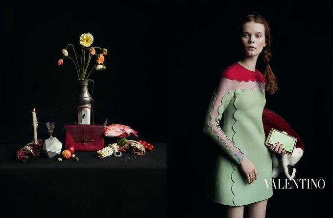 Valentino воссоздала фламандскую живопись для новой кампании. Изображение № 12.