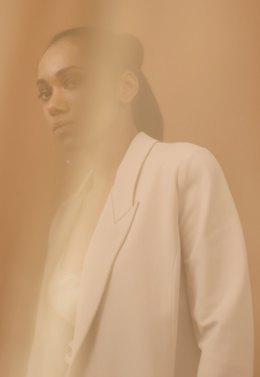 На дачу или на рейв: Редакция Wonderzine примеряет модные новогодние образы. Изображение № 3.